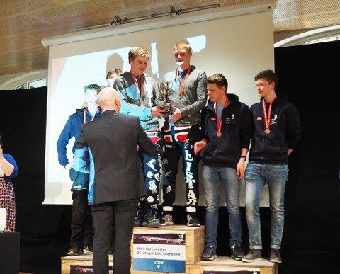 DOBBELT GULL: Martin Leistad og Simon Emanuelsen fra Kirkenes vant gull sammen både i Skole-NM og Arctic Skills.