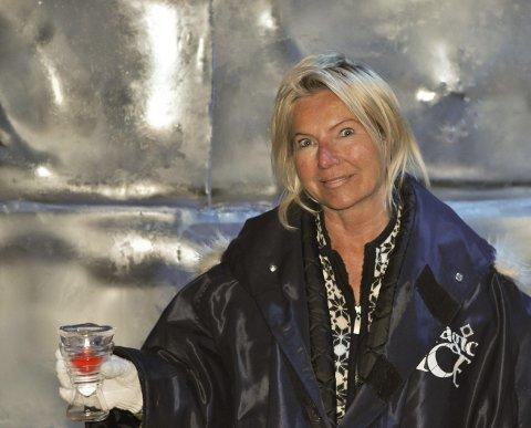 Frossen suksess: Iskunst trekker turister til Svolvær, og Kirsten Marie Holmen har de tretten årene hennes frosne isbar har eksistert, vist at alle skeptikerne tok feil av dette turistkonseptet hun har spredt i ettertid til både Oslo, Bergen, Karibia, og nå Tromsø.