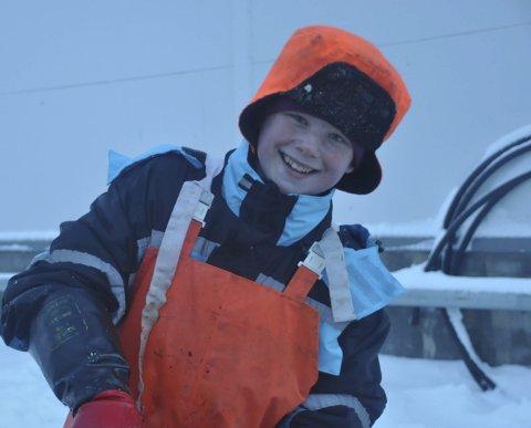 FRISKUs: 12 år gamle Martin Strømnes Simomsen liker seg på kaia og er klar på at det er gode penger å tjene på tungeskjæring. Alle foto: Kai Nikolaisen