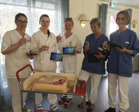 Pilot: Vågan kommune har denne uken satt i drift eRom i Byparken i Svolvær. Mandag ble dette feiret med kake blant de ansatte. Alle foto: Privat