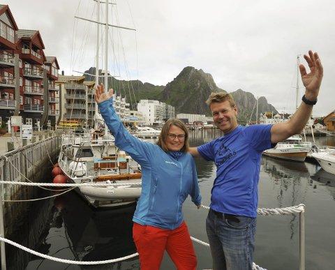 Lofoten High Five: Karin Marie Antonsen og Stein Alsos i Lofoten High Five ønsker velkommen til fjellene rundt Svolvær den 2. september. Å få folk ut i naturen, og kose seg i lofotbyen med utelivstilbudene etter løpet, er et mål for Lofoten High Five, sier de to. Foto: Knut Johansen