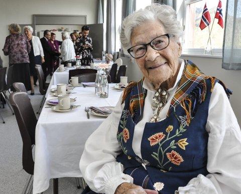 100 år: Dagny Solstad har bodd sammenhengende i Sennesvik i 75 år. 100-årsdagen ble da også feiret på grendehuset i Sennesvik. Foto: Lise Fagerbakk