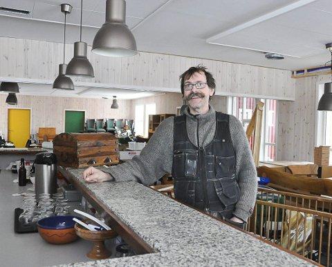 Gleder seg: Roy-Inge Eilertsen ved Livland går ser fram til å åpne matlysthuset de har jobbet med i flere år, og tar sikte på å åpne før sommeren. Bildet er tatt for et år siden da matlysthuset endelig begynte å ta form.