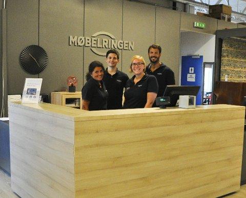 ANSATTE: De ansatte Linda Rishaug, Steffen Jensen, Linn Scherffenberg og daglig leder Mads Rishaug ved Møbelringen Lofoten har et godt fjorår bak seg.