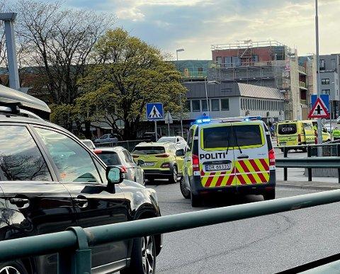 TRAFIKKUHELL: En påkjørsel bakfra ved Kanalbrua skapte trafikale problemer torsdag kveld.