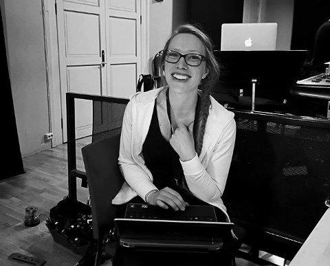Nina Svartøien ved Trondheim Pole Studio håper pole-studioet snart kan åpne igjen, inntil da gjennomfører de online-timer.