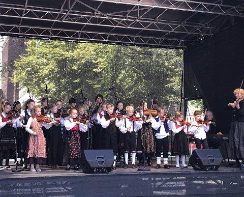 Strykarar: Eit strykeorkester med barn og unge frå Oslo skal spele i Vågåkyrkja.