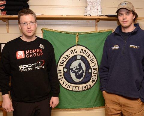 FAVORITT: Bjørn Dalskjær Kristiansen (t.v.) var meget spent på hvordan Joar Leifseth Ulsom vil klare seg i årets Iditarod, og trodde han kunne hevde seg helt i teten. Nå går det mot seier.