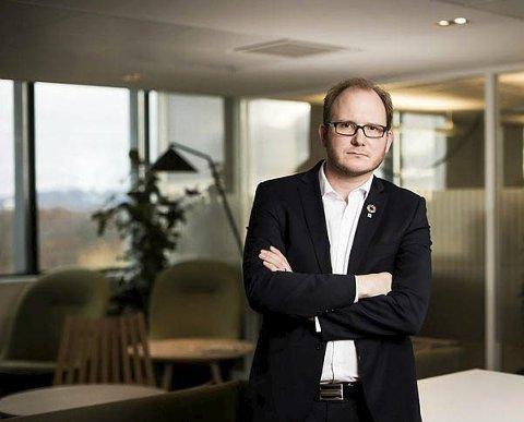 Nyslått direktør i NHO Nordland, Daniel Bjarmann-Simonsen, åpner showet på Gallaria fredag morgen, etter at avgått statsråd Kjell-Børge Freiberg måtte melde avbud.