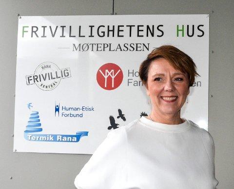 Daglig leder i Rana Frivilligsentral, May-Lis Bottolfsen gleder seg over endelig å kunne åpne dørene til Mannfolkkafeen igjen.