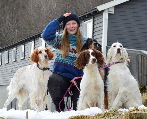 Hund på jobb og hund på fritida. Elise har alltid vært fascinert av og glad i dyr generelt og hunder spesielt.