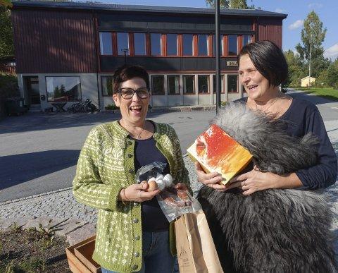 Moro med marked:  Lørdag er det Haustmarknad i bygda igjen. Åsne Tverberg Fossheim og Tove Bråthen venter storinnrykk av folk.