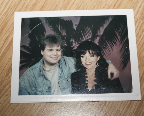 Stor fan:  Bjørn Erik Pedersen har møtt skuespiller Joan Collins flere ganger. Her er et privat bilde fra 80-tallet.