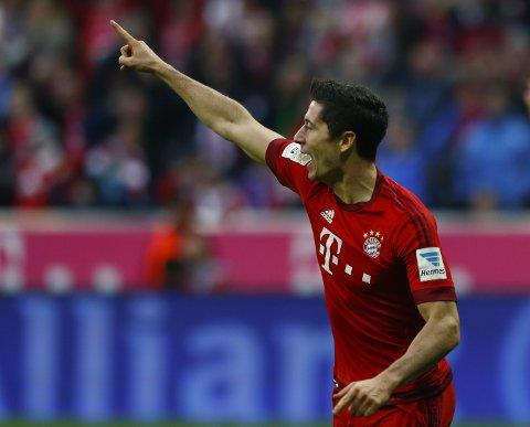 I fyr og flamme: Robert Lewandowski (27) banker inn mål for Bayern München for tiden. Han har scoret tolv mål fordelt på de siste fire kampene! Vil han fortsette scoringsformen i den polske landslagsdrakten på Hampden park mot Skottland i kveld?