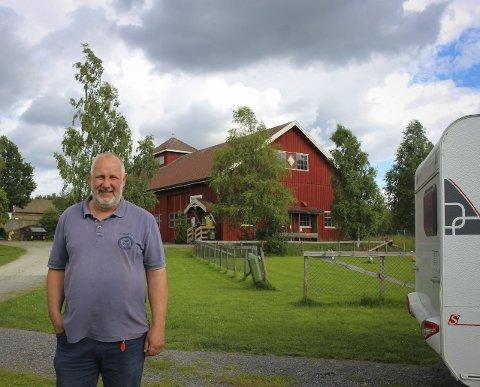 Gir seg: Finn Frøshaug har drevet camping på Olberg gård i over 20            år. Det er lenge nok, synes han. Nå har eiendommen fått nye eiere.   Foto: Stine Andreassen Rud