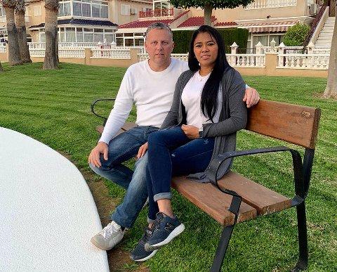 I SPANIA:  Nils Kristian Bratteteig og kona Juana prøver å få kvardagen til å fungera i ei lita leilegheit i Spania.