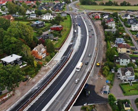 SNART FERDIG: Veiarbeidet i Presterødbakken nærmer seg slutten, og bompengeinnkrevingen starter snart.