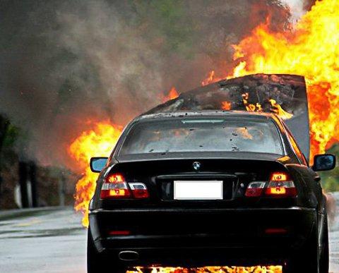 Bilen var overtent da brannvesenet kom.