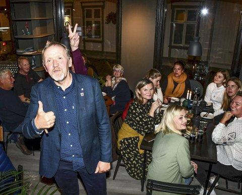Lokalvalget: Arbeiderpartiet fikk 20,2 prosent av stemmene i Tvedestrand. De kan fortsatt få ordføreren - hvis de vil. Her er ordfører-kandidat Vidar Engh fotografert under årets valgvake. Foto: Marianne Drivdal