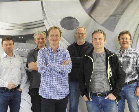 Klar for take-off: Frode H. Larssen, (COO/operativ leder), Tore Halvorsen (prosjektsjef), Christopher A. Vanay (administrerende direktør), Dag Ingvaldsen (senior ingeniør), Kjell-Birger Kvinnesland (teknisk sjef), Tor Arne Hauge (direktør forretningsutvikling /styreleder).