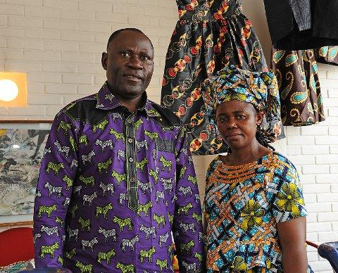 Fargerikt ektepar, skredder Daniel og kona Jannet. De kommer fra Kongo og er bosatt på Alvdal.