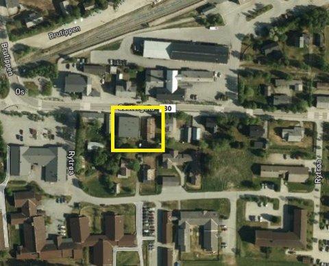 Os kommune selger unna Søstergata 8.10 og 12 (gul ramme) til Os Entreprenør. (byggene på tomta er revet)