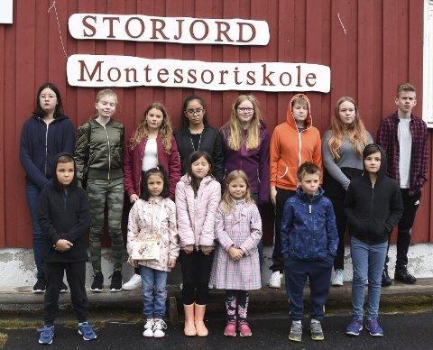Historiske: Elevene som har begynt på montessoriskolen på Storjord er med på å skrive skolehistorie. Foto: Øyvind A. Olsen