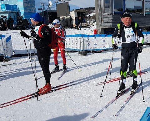 Einar Eilertsen (t.h.) var blant 3000 løpere som valgte å gå Fredagsbirken mellom Rena og Lillehammer. (Foto: Privat)