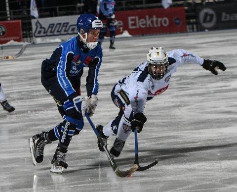 MÅTTE GI TAPT: Drammen Bandy og Mathias Farnes (t.h.) kjempet godt mot Stabæk, men måtte gi tapt for serielederen.