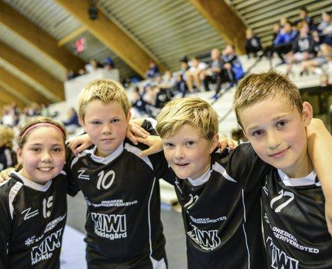 Gøy på egen cup: Slevik G12-spillerne Isabell Sabrina Mathisen (11), Ole-Andreas Høkli (10), Tore Ragnar Sollien (11) og Marius Faller Hermansen (10) hadde det morsomt på egen cup.