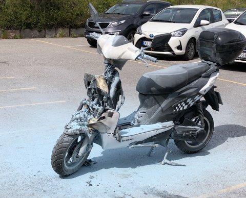 SLOKKET: Slik så mopeden ut etter at brannen var slokket.
