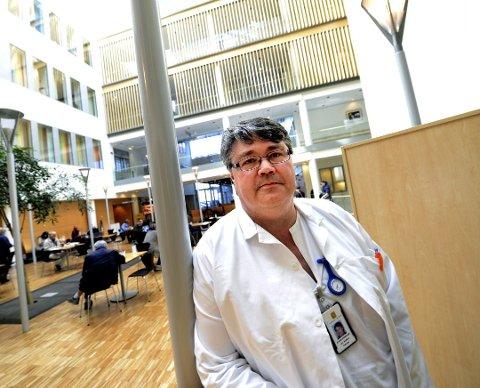 HELSEKØ: Fagdirektør ved Sykehuset i Vestfold, Jon Anders Takvam, sier at sykehuset begynner å nærme seg normalt etterslep. Så fremt ikke antall innlagte koronapasienter fortsetter å øke.