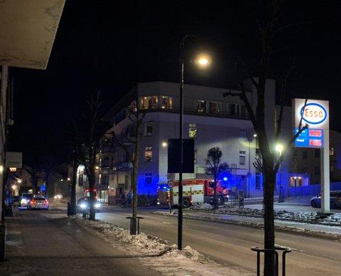 RØYKUTVIKLING: Brannvesenet rykket ut til Storgata i Horten etter en automatisk brannalarm. Der var det noen som hadde glemt en kasserolle på komfyren.