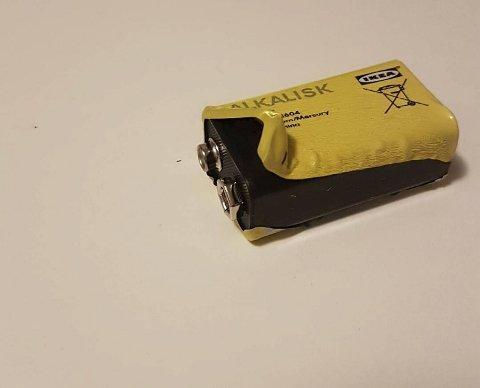 Slik så batteriet ut da Jeanette tok det ut av røykvarsleren. FOTO: PRIVAT