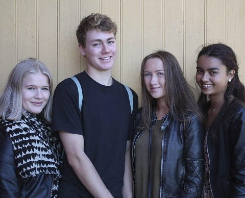 SCIENCE-ELEVER: Hanna Nilsen Bruun (t.v.), Adrian Engebø, Caroline Holme Hagen og Anusha Mosbye.Foto: Helena Ophelia Nordby