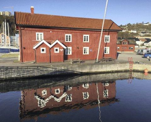 Kystperle: Ødegårdbua i Holmestrand er en av kystledhyttene, og åpnet for sesongen allerede 7. april. Foto: Pål Nordby