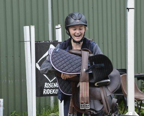 FULL FART: Det var høgt tempo og breie smil i konkurransen. Her er Sigrid i full fart.
