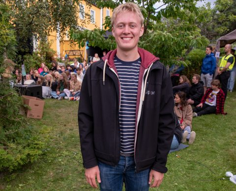 Isak Austnes Brekken er en av tre arrangører av Dråpefestivalen. De ønsker å tilby en scene til band som ennå ikke er helt etablerte, og la dem prøve seg foran publikum.