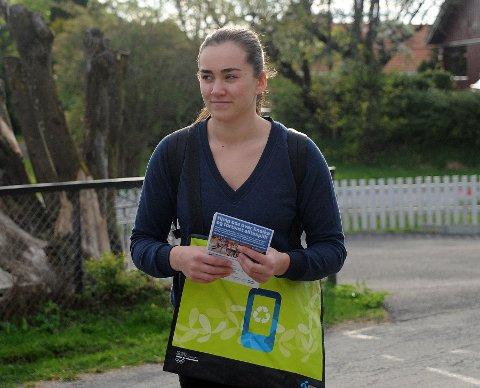 SAMLET MOBILER: Sofie Wold håper at flest mulig leverer brukte mobiler på Niffen.