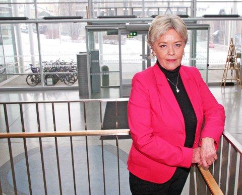 JOBBEN: Anna Amdal Fyhn er byråd for utanning i Tromsø kommune. - Dagene går fort, jeg har mye å gjøre. Det har vært godt i sorgprosessen. Foto: Sissel Wessel-Hansen