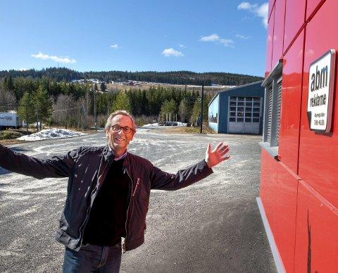 Plass til flere: Roy Mathisen, daglig leder og hovedeier i ABM AS, ønsker flere velkommen til Skjerven hvor det er enorme næringsområder. foto: asbjørn risbakken