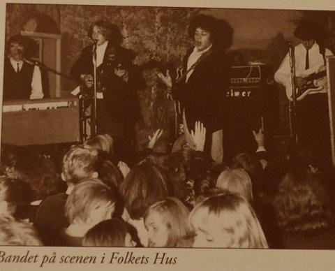 FULLT HUS: Var du på konserten med Pussycats som AUF arrangerte på Folkets Hus i 1965? Eller har du annet å fortelle? Bildet er hentet fra Ski historielags kalender for 2015.