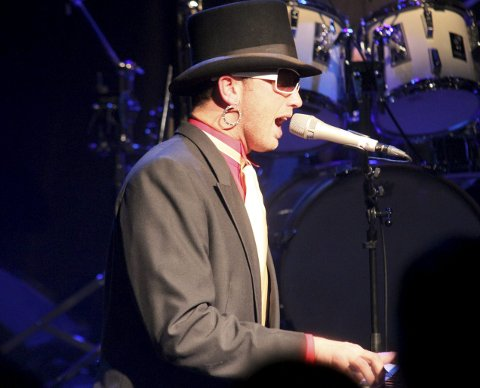VED FLYGELET: Kjetil Grodås er vokalist/ved flygelet. Her fra  hans tidligere opptreden i Kolben.