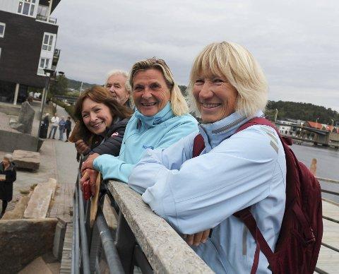 FRA NEVLUNGHAVN: Venninene Elisabeth Holen, Mette Kristine Sand og Charlotte Birkeland hadde kommet helt fra Nevlunghavn for å få med seg Stedsans.