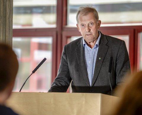 Senterpartiets Johan Petter Røssvoll er klar på at de som søker om dispensasjon for å kjøre snøscooter ikke bør måtte vente i ukevis på svar fra Rana kommune.