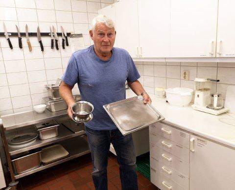 Trond Landfastøien i Allaktivitetshusets Venner etterlyser mye utstyr som er borte fra kjøkkenet.