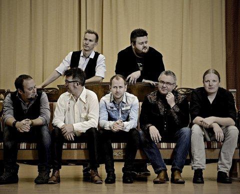 Gutta i Drolsum stasjon vet å levere varene tiol publikum. Våren 2016 slipper de fullt album.