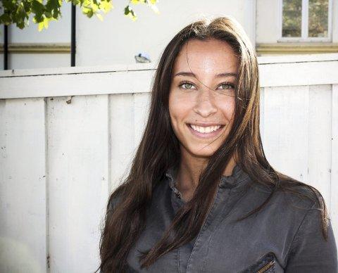 Gladjente: Som nysignert plateartist i en alder av bare 16 år, har Leona Griffin grunn til å smile bredt. FOTO: RAGNA KRISTINA SANDHOLT