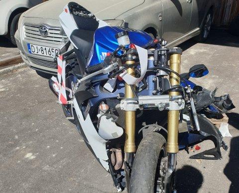 KNUST: Grandes Motorsykkelen var ikke særlig brukbar etter ulykken.