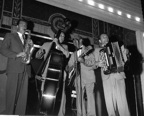 Orkesteret «Einar og Einar» spilte ofte i Tic-haven. På dette bildet fra 1957 ser vi fra venstre Kjell Kristiansen, Einar Kleppang, Einar Melsom og Arne Lie.